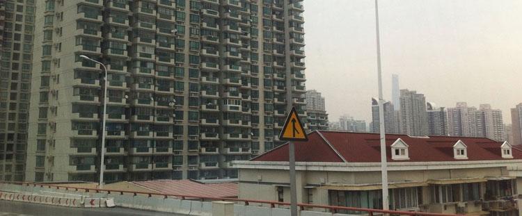 Shanghai, die Stadt die an den Wolken kratzt