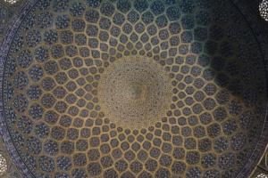 Kunstvolle Kuppel der Moschee in Isfahan