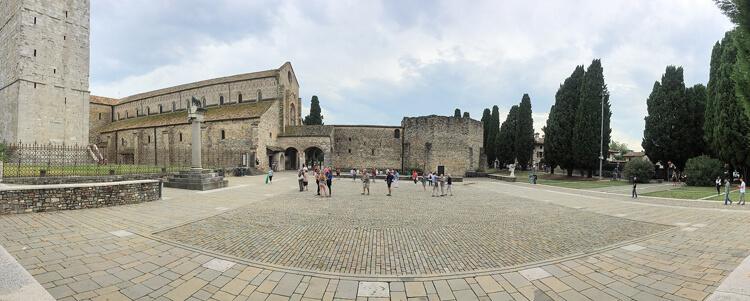 Platz vor der Basilika Aquileia