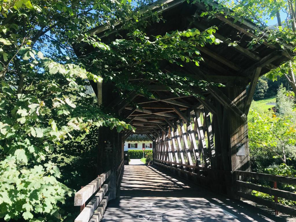 gedeckte Brücke am Illradweg